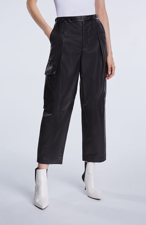 Set Black Leather Cargo Pants. Pantalon en cuir noir