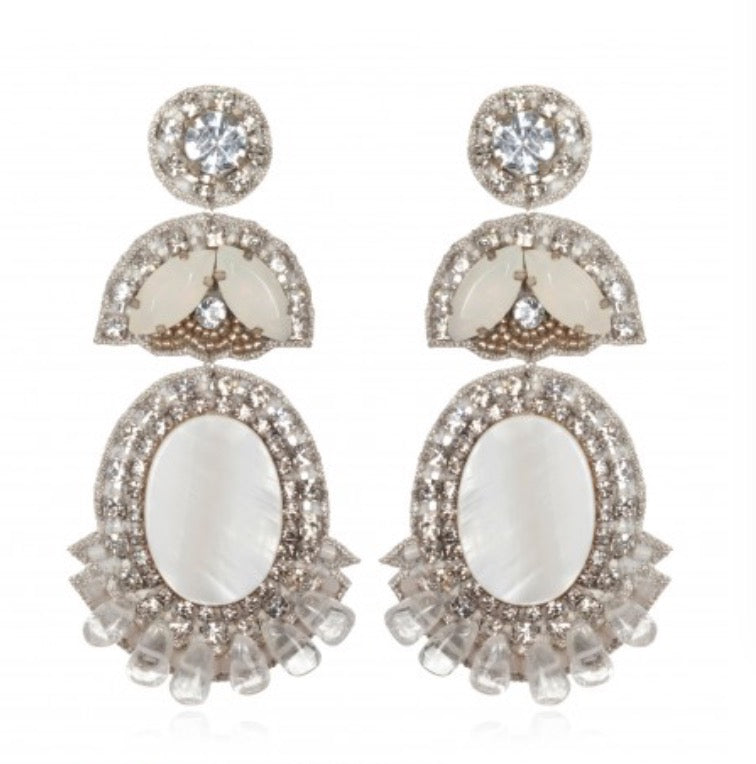 SUZANNA DAI Prague White Bridal Earrings Pendants d'oreilles en blanc