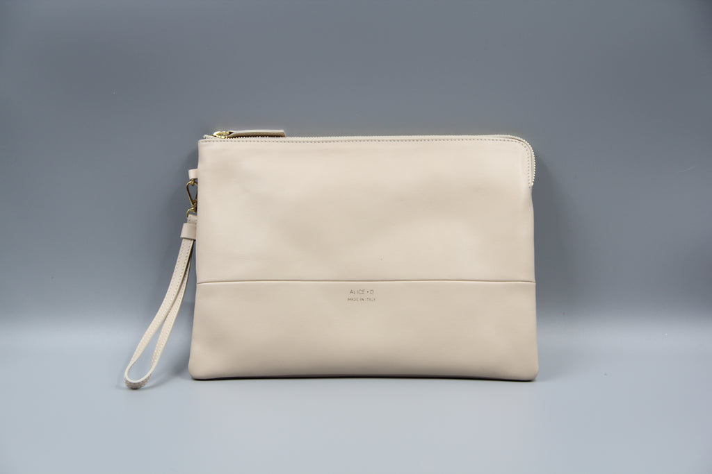 Alice D designer Leather Clutch. Pochette en cuir