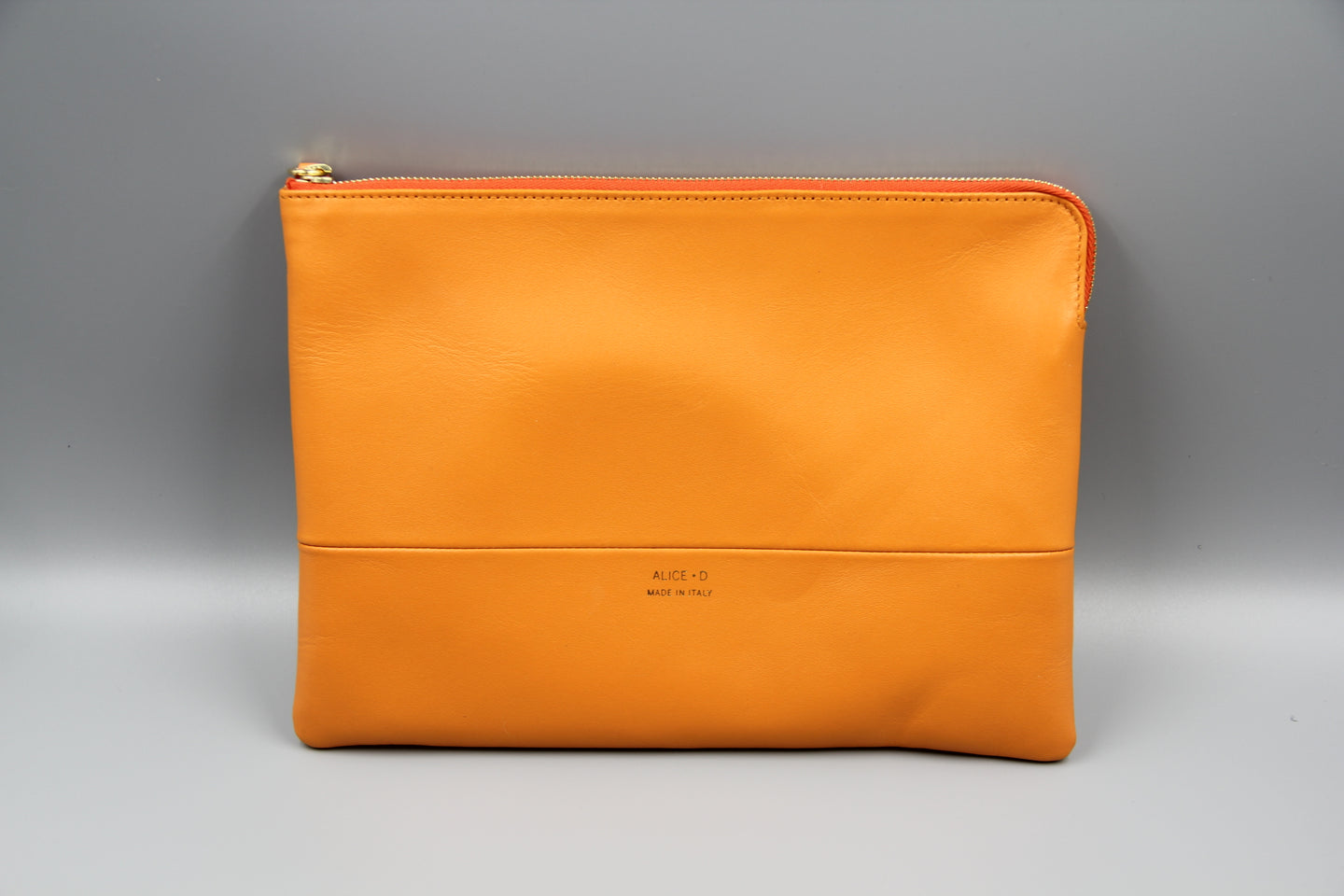 Designer Alice D tang leather clutch pochette en cuir orange
