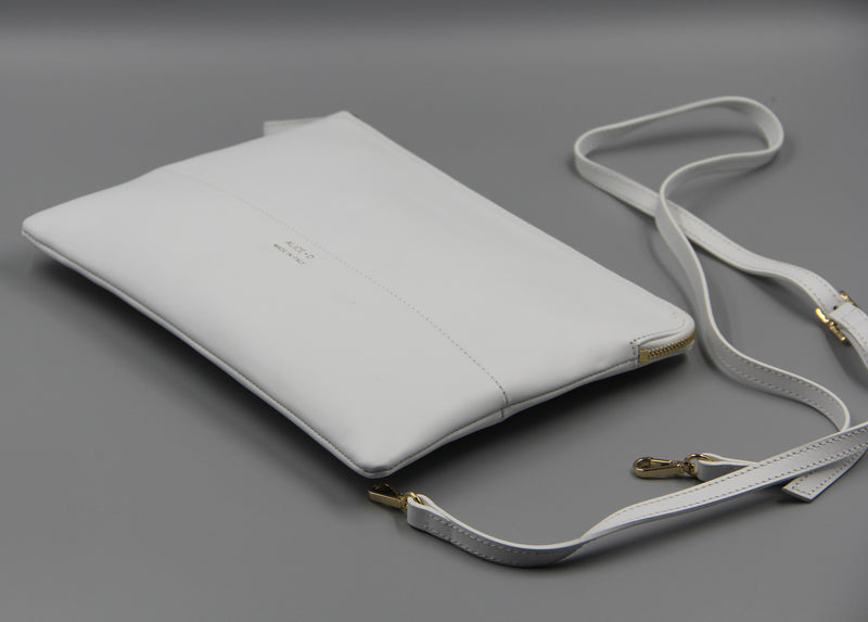 Designer Alice D White leather clutch pochette en cuir blanc avec strap