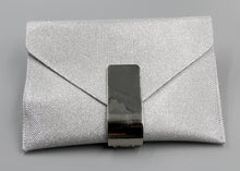 Silver Glitter Clutch with Metal Buckle. Pochette brillant en argent
