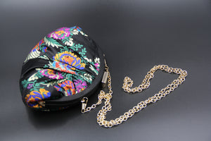 Embroidered Evening Bag with Flower. Pochette brodée avec motif de fleurs