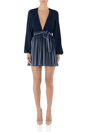 MISHA COLLECTION Pleated Mini Dress Deep V-Neck. Mini robe avec col en v
