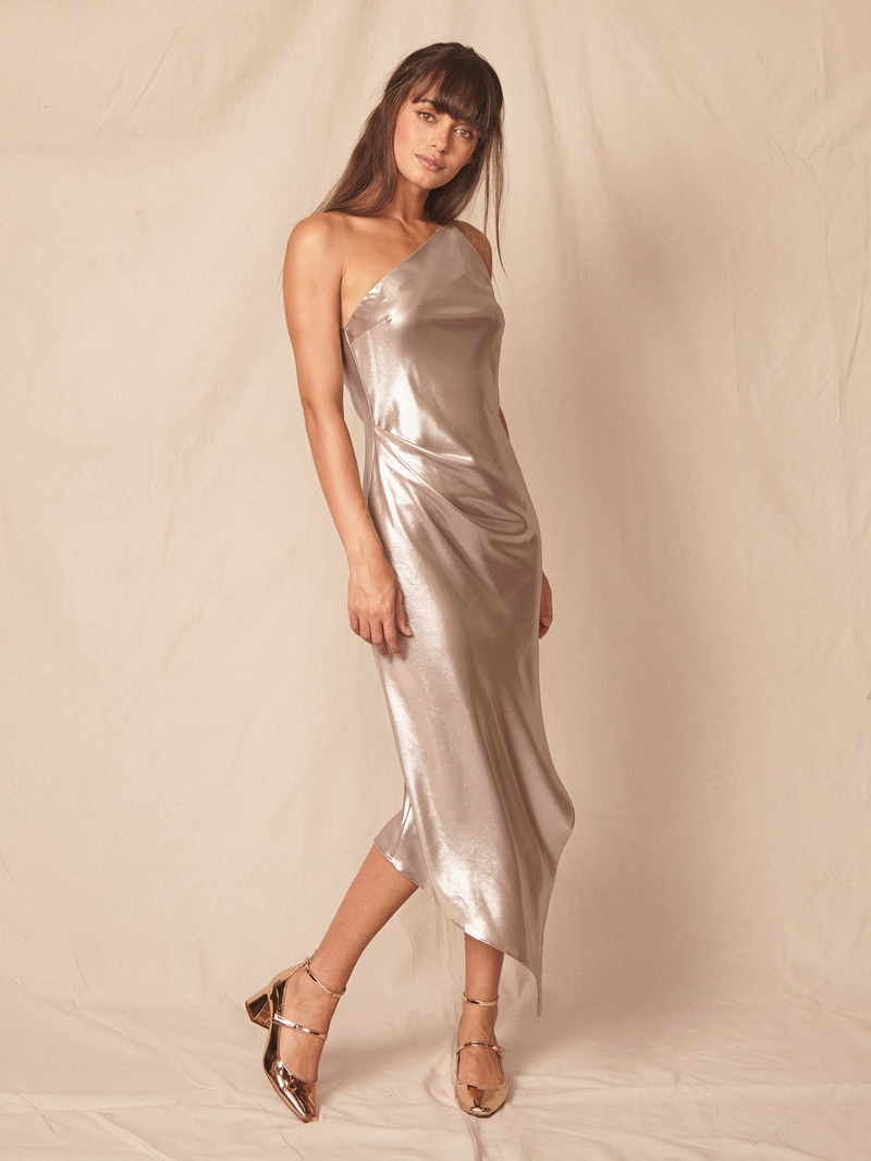 ALLEN SCHWARTZ One Strap Lamé Dress Platinum. Robe de satin longue