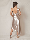 ALLEN SCHWARTZ Everly Asymmetric Gown Platinum. Robe de satin longue