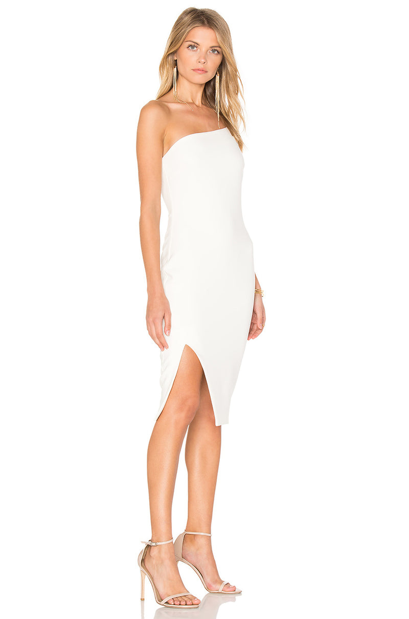 Likely Asymmetrical White Fitted Dress. Robe blanche asymétrique mono-épaule
