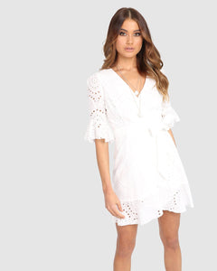 Lost in Lunar Romi White Cotton Wrap Dress. Robe cache-coeur blanche