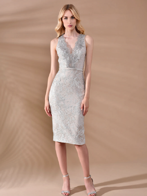 Robe de cocktail col en v métallique sans manches Theia cocktail dress metallic v-neck