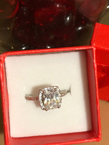 Lovely Ladies Silver and CZ Ring, US Size 5