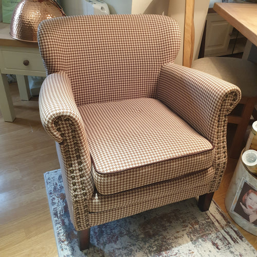Dogtooth Style Chair