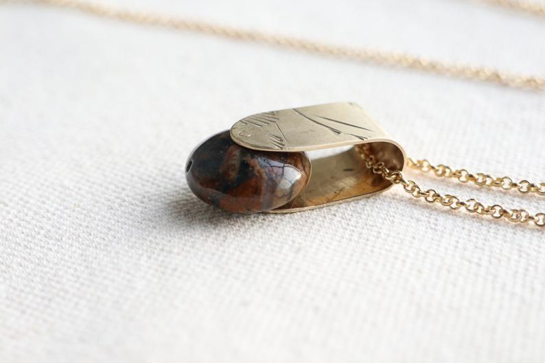 JASPER FOLD NECKLACE VINTAGE BRASS