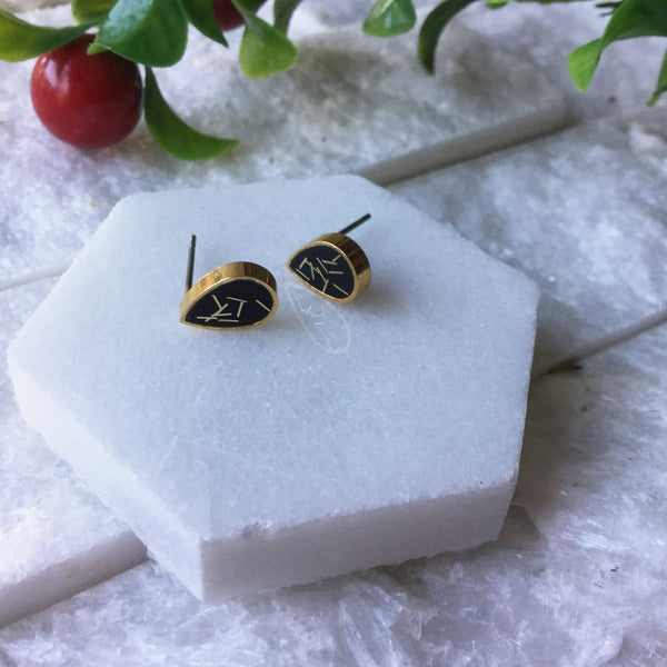 BLACK W/GOLD GLITTER TEARDROP STUD CLAY