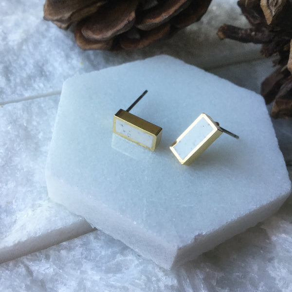 WHITE GRANITE RECTANGLE STUD CLAY