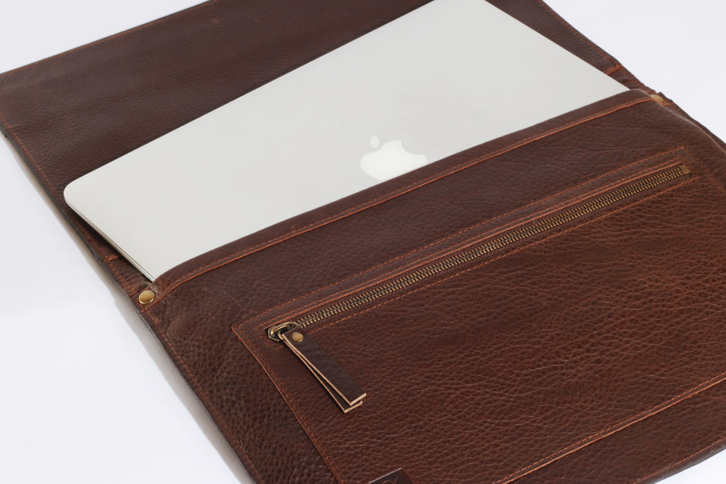 Select leather luxury goods made for creatives and executives who choose conscious style first.