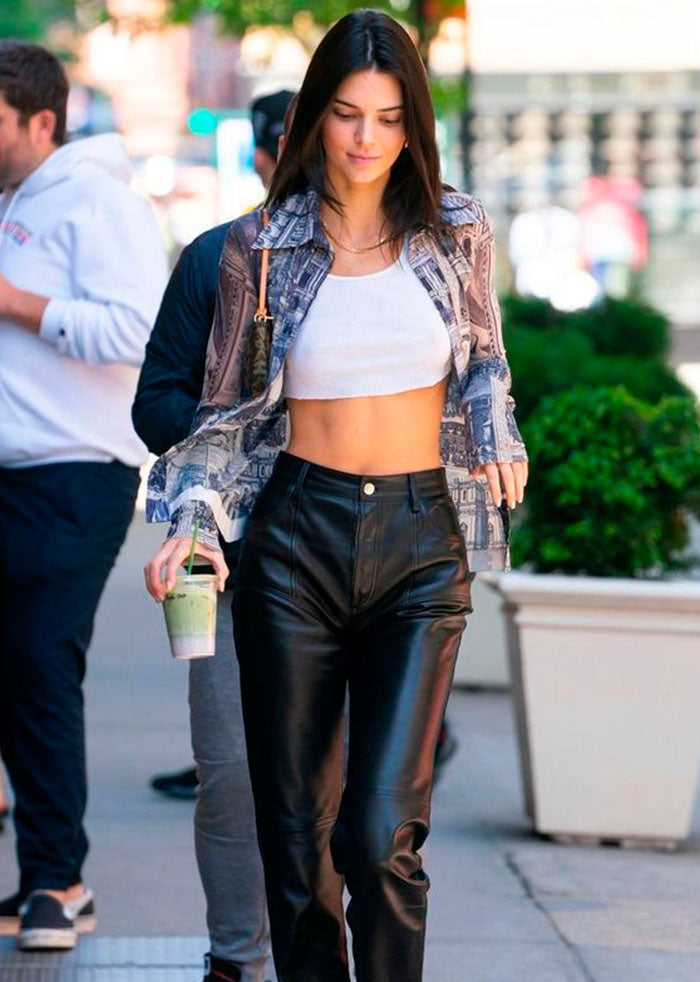Sportswear continues reigning on the street: 5 trends you