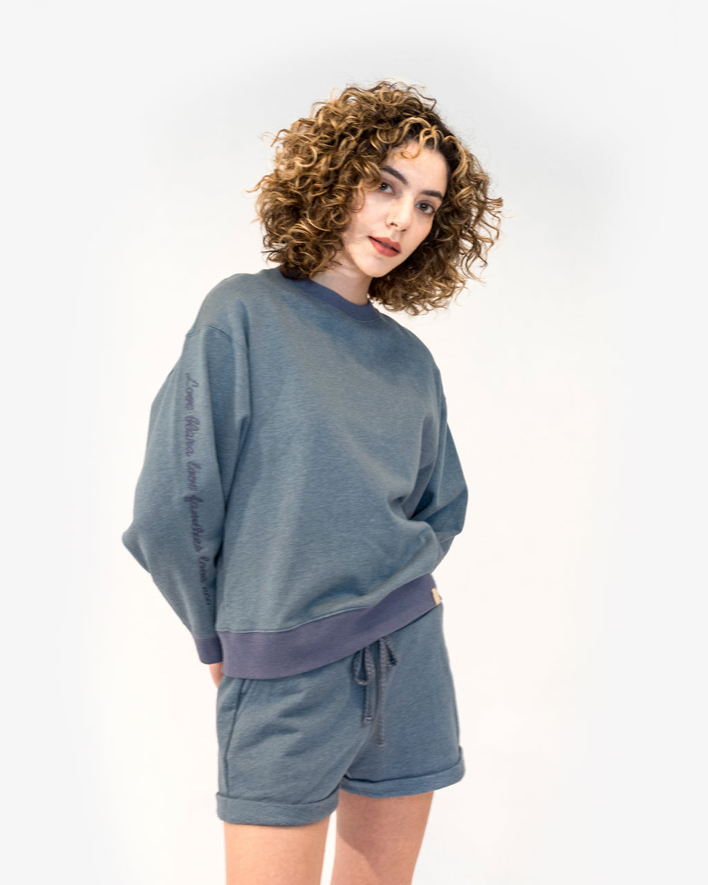 CREWNECK LOOSE SWEATERSHIRT