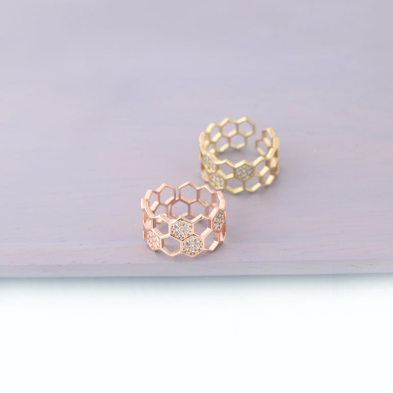 honeycomb rings in gold and rose gold