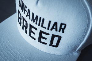 UNFAMILIAR BREED Snapback pure white