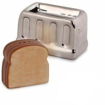 Two perfect pairs come together - salt and pepper and bread and a toaster to create this lovable salt and pepper shaker. We love how the toast can be stored next to the toaster or popping out of the toaster, this practical little set makes a lovely gift.   Dimensions: 9x8x4,5 cm Material: ceramic