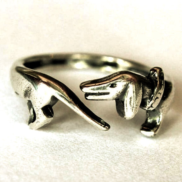 Luxury Silver-Plated Ancient Dachshund Ring 🐾