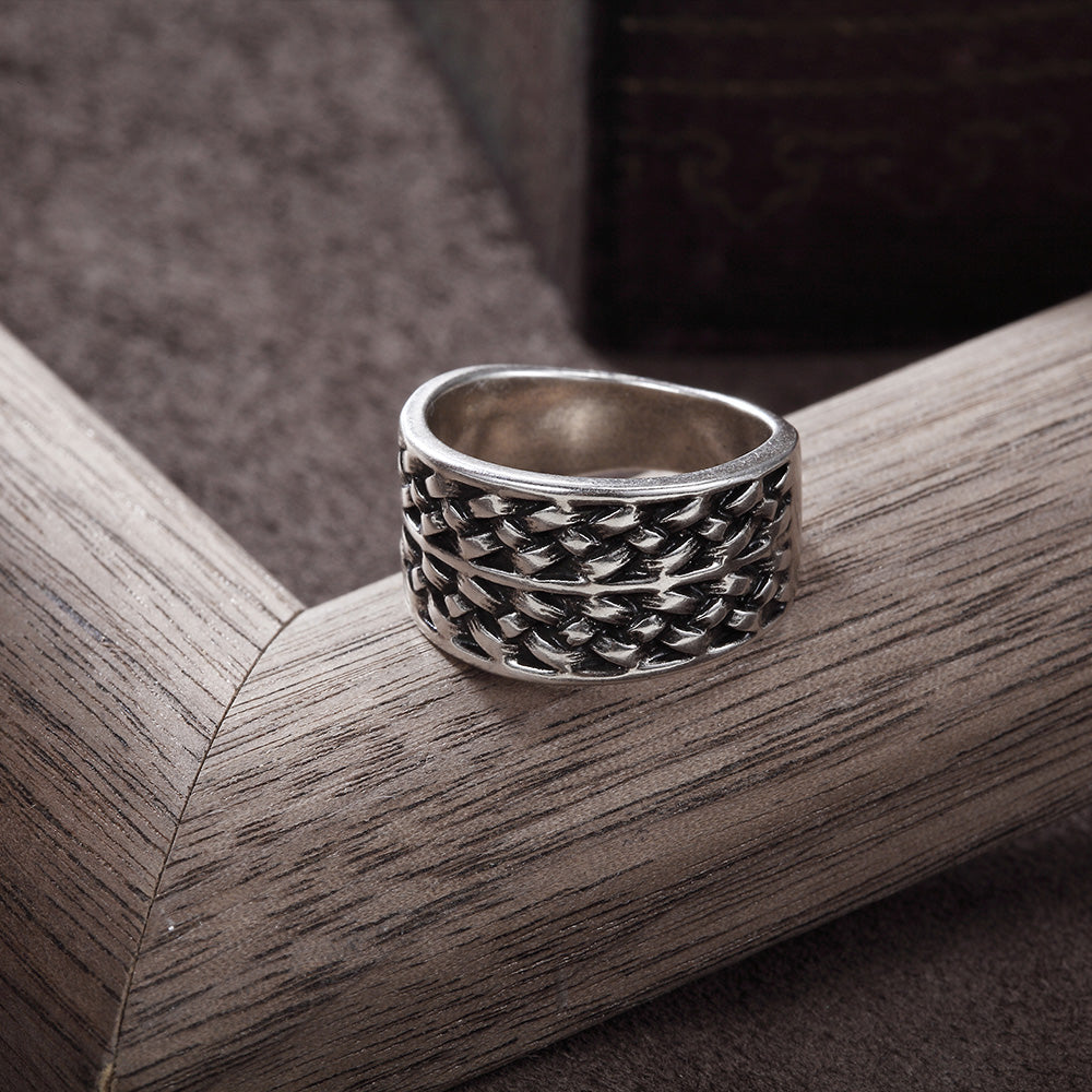 Twisted Pattern Round Finger Ring