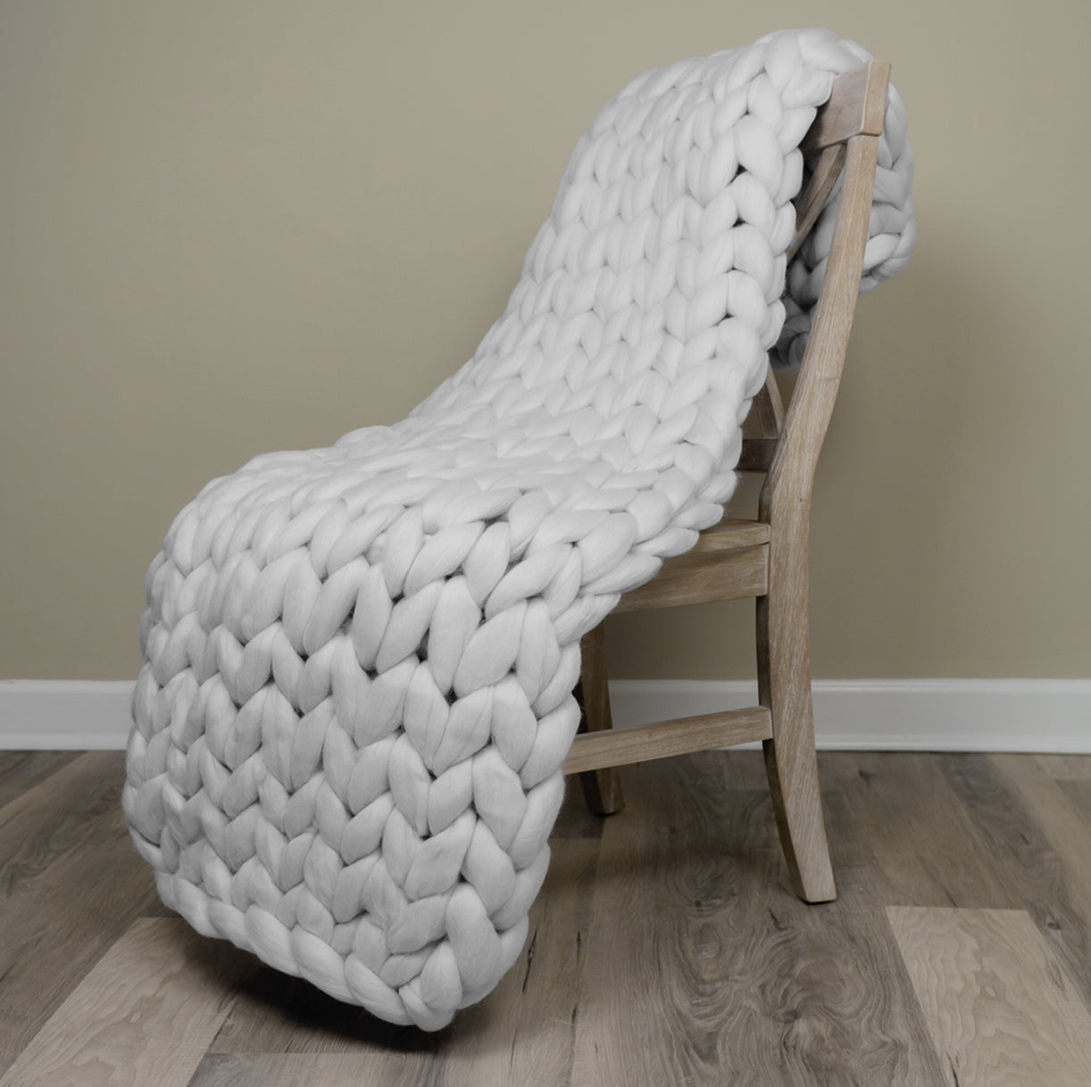 White Knight Lap Chunky Knit Throw