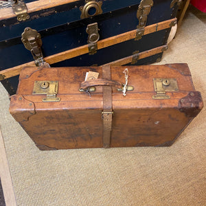 NEW - Quality Vintage Leather Suitcase