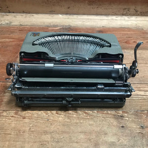 NEW - Imperial 'The Good Companion' Model T Typewriter