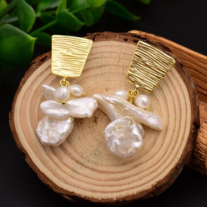 Gold Freshwater Pearl Dangle Earrings earrings Vinty Jewelry