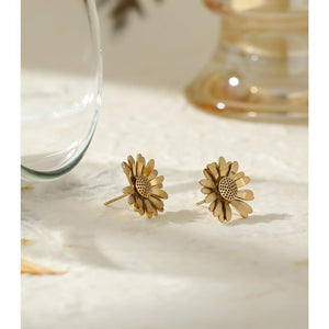 Gold Metal Daisy Stud Earrings earrings Vinty Jewelry