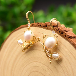 Wired Bees With Pearl Wings Earrings earrings Vinty Jewelry