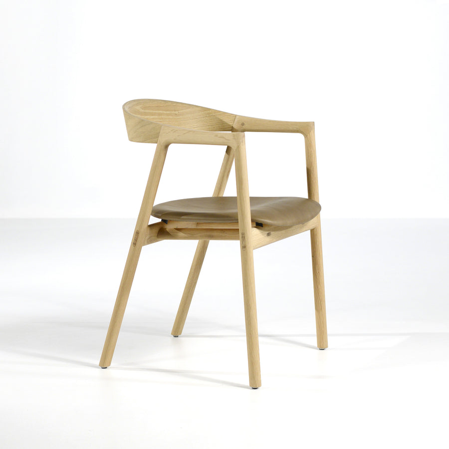 Gazzda Muna Chair in solid Oak and Dakar Leather Stone, profile turned | © Spencer Interiors