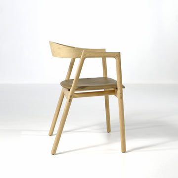 Gazzda Muna Chair in solid Oak and Dakar Leather Stone, profile | © Spencer Interiors