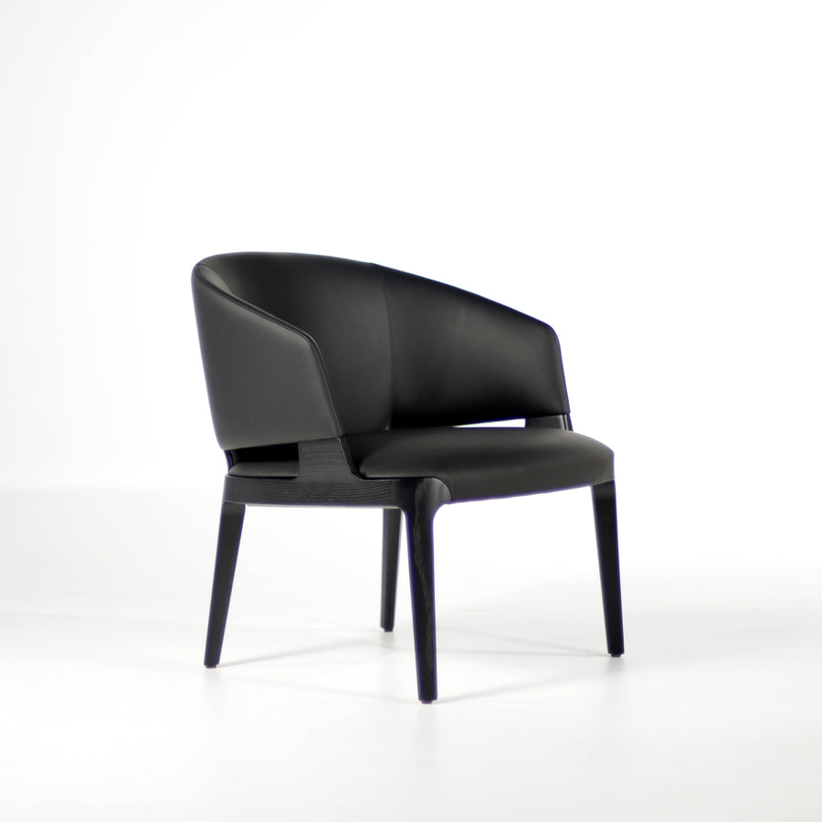Potocco Velis Lounge Armchair 942/PLA in Carbon stained Ash | © Spencer Interiors