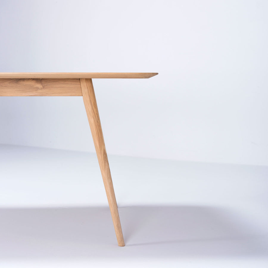 Stafa Table in Solid Oak