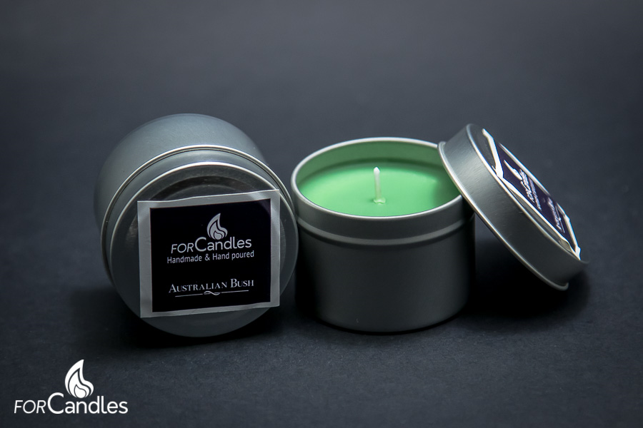 100% soy candle, handmade and hand poured, with eucalyptus, pine and lemon. Green.