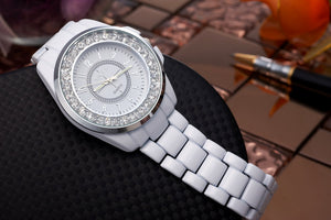 Women's Luxury Round Dial Crystal Fashion Quartz Black&White Alloy Bracelet Wristwatch