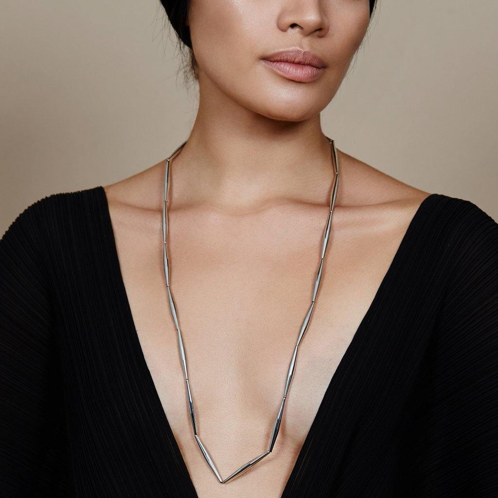 HELIA LONG CHAIN NECKLACE IN SILVER