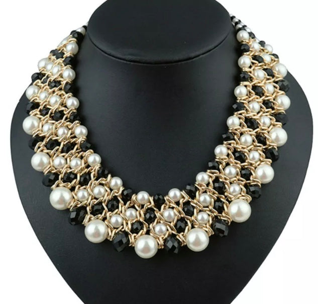 (Ava) Necklace Black & White