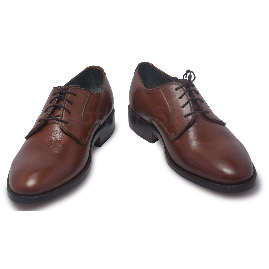 men brown shoes in derby style