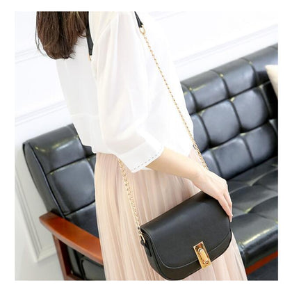 Women Black Saddle Tote Messenger Handbag with Magnetic Flap Closure Photograhy