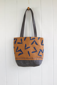 Day Bag - Samaras in Bottle Blue on Sable