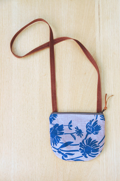 Small Daisy Purse in Flax Blue