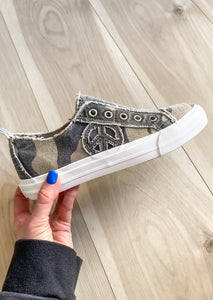 Kinsley Sneaker in Camo
