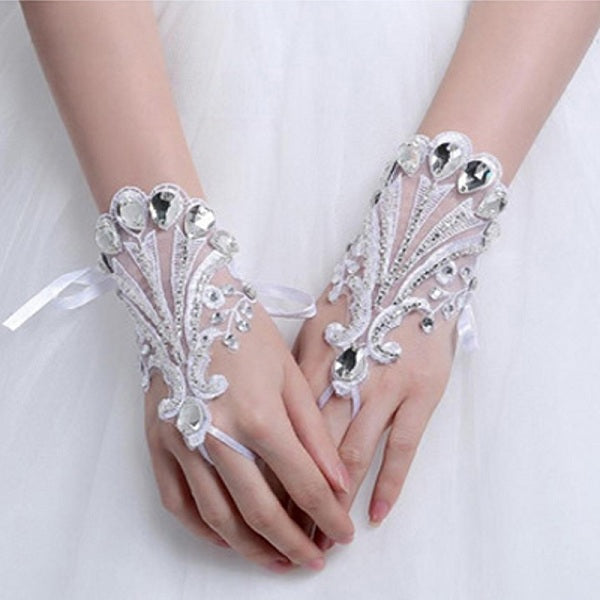 Luxury wrist length fingerless bridal gloves wedding accessories
