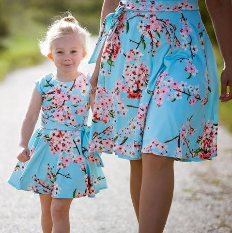 Just Like Mommy'z moeder dochter jurken - bloemen jurkjes  - blauwe jurk -mommy and me outfits