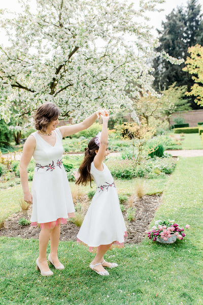 matching mother daughter dresses - twinning jurken- moeder dochter outfits Mommy & Me - Cherry blossom dress - wit