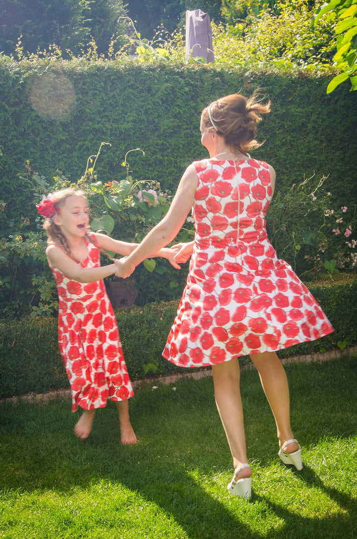 Moeder dochter zoon matching kleding twinning jurken zomer feestjurk - mama & me summer dress by Just Like Mommy'z red poppy