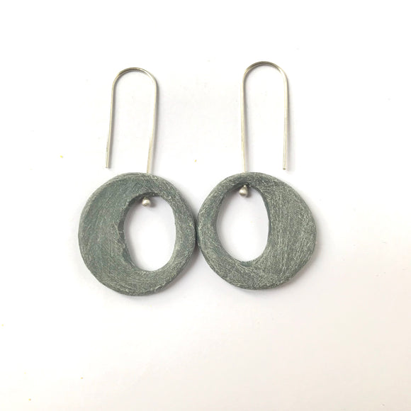Empty pool earrings (slate)